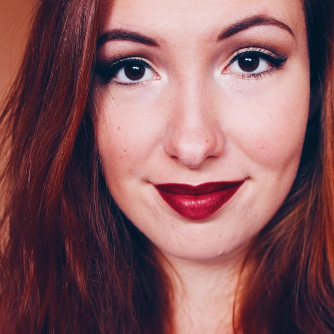 Benieuwd welke lipstick dit is? Check dan het artikel van vandaag (link in bio)  #makeup #lipstick #maccosmetics #maclipstick