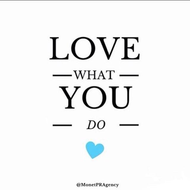 De hele dag bezig met filmen en dingen achter de schermen voor mijn blog. Het is zo leuk om te doen en ik word ook zo blij van jullie lieve reacties ❤️ #blogger #youtuber #lovewhatyoudo
