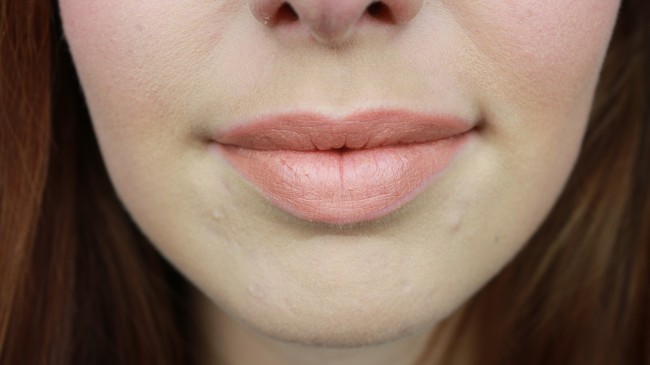 Catrice Treasure Trove lipstick C01 swatch